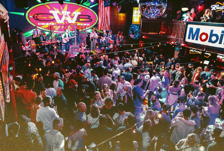 Moonshine Flats - Live Country Bar - Guests Enjoying Band!!